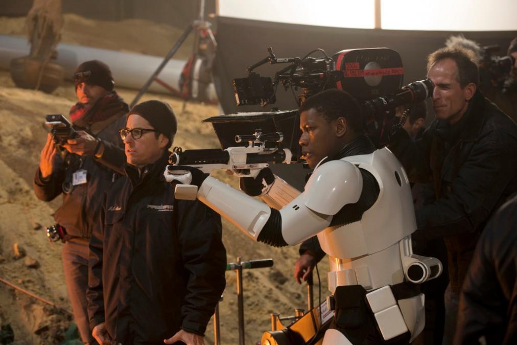 J.J. Abrams et John Boyega - ©Lucas Films.