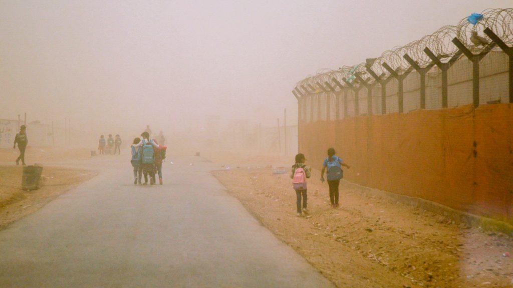 Les enfants dans la tempête de sable - ©Florent Aceto