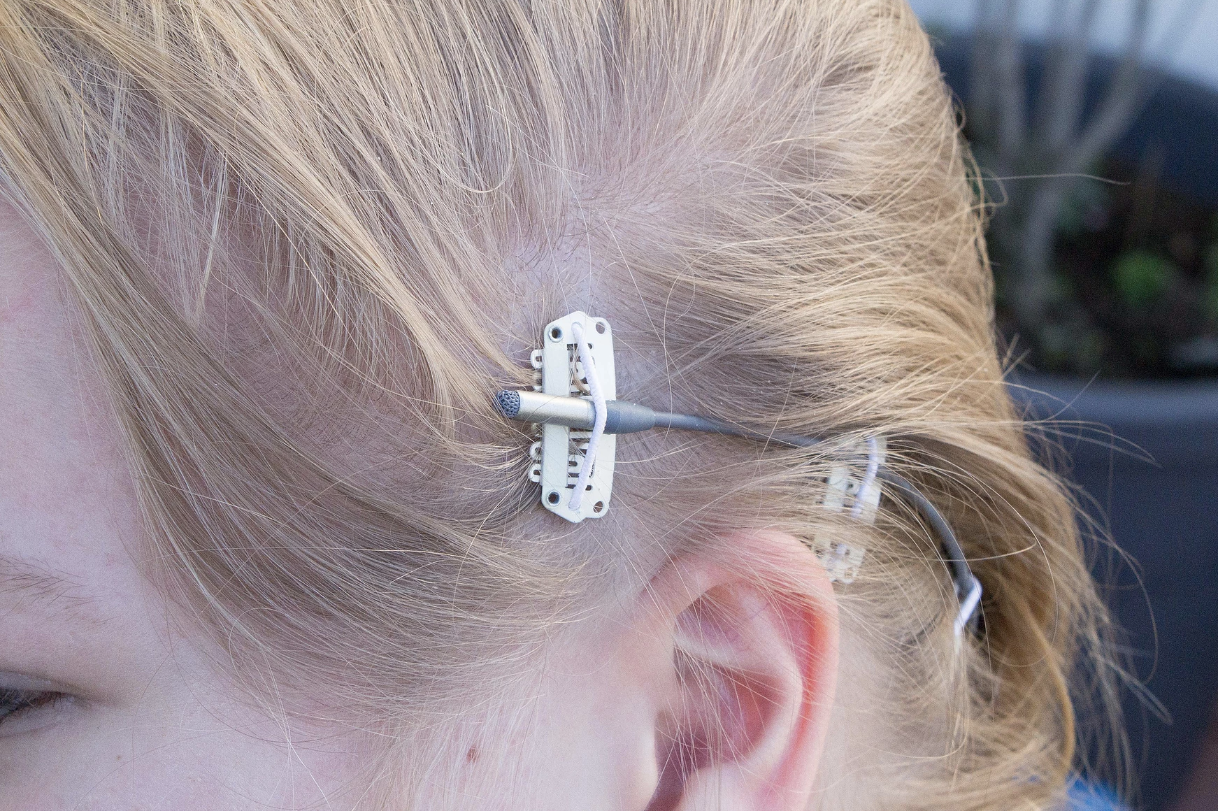 Comment Cacher Ses Cables cacher un micro dans ses cheveux avec clipz - lightyshare